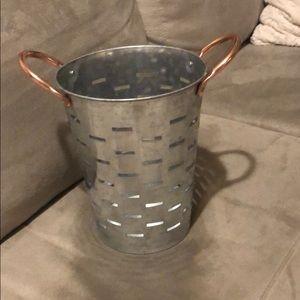 Decorative metal tin bucket with rose gold handles